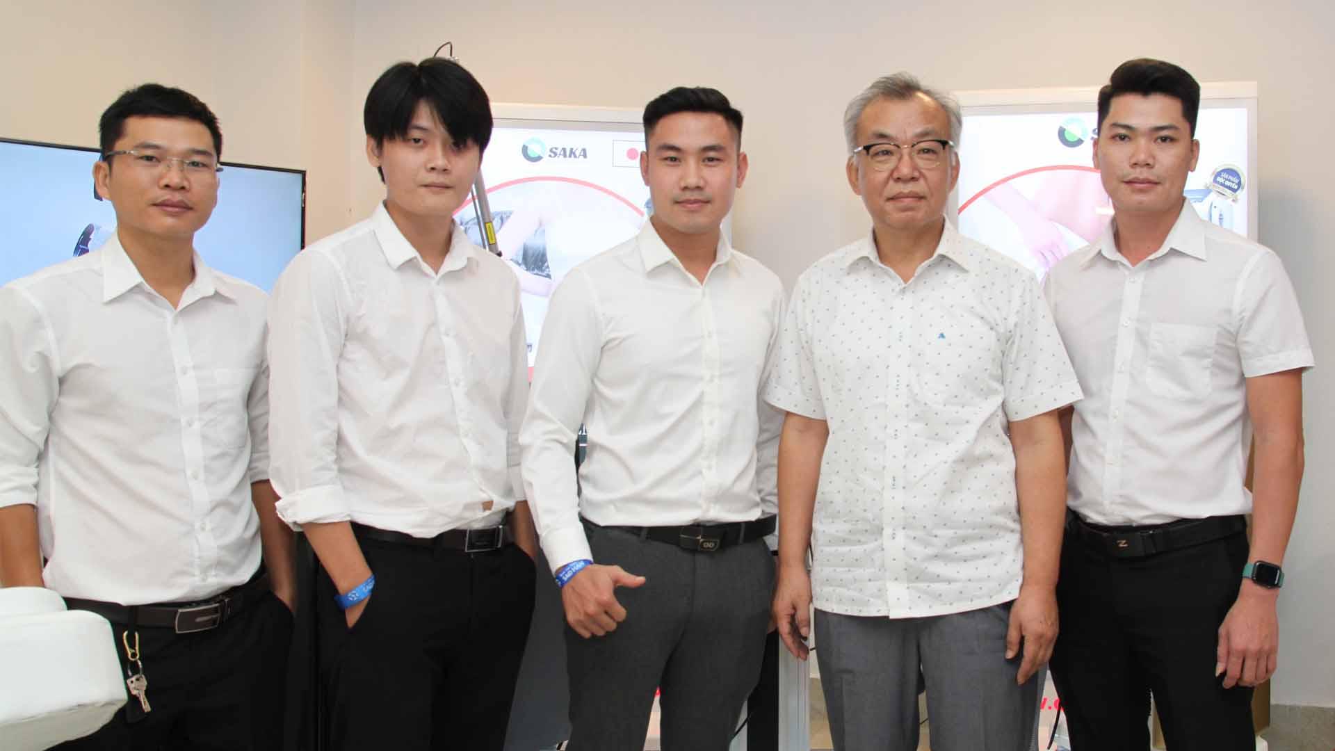 Chuyên gia Hàn Quốc trải nghiệm sản phẩm