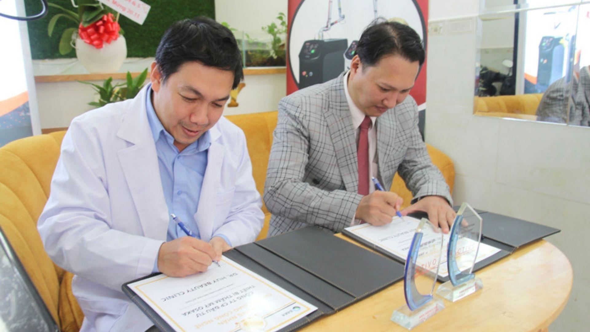 Lễ ký kết chuyển giao công nghệ máy điều trị nám activo tại Dr. Huy Beauty & Clinic